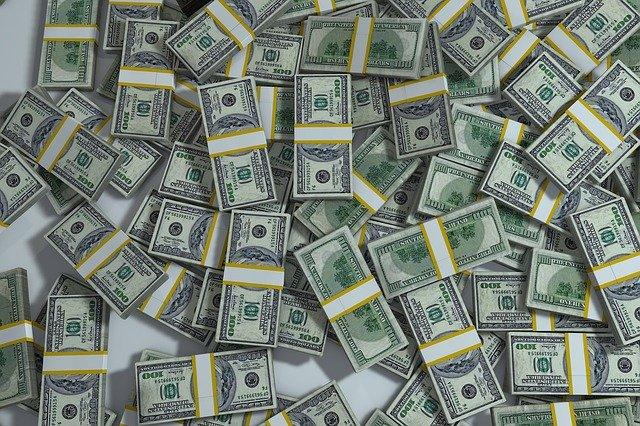 hromada peněz