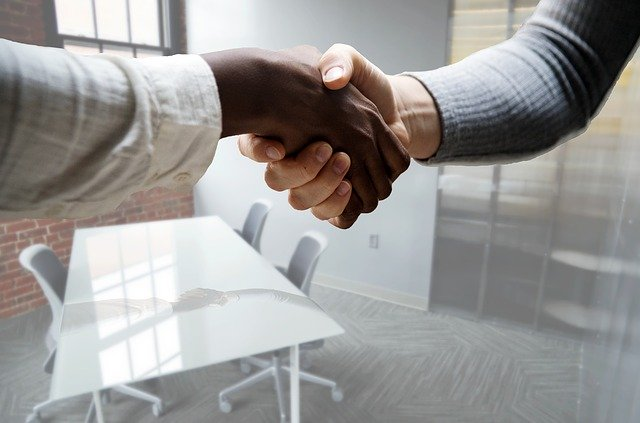 podání rukou na znamení dohody